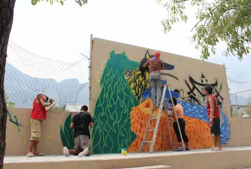 Muralismo: Esta labor permite a los integrantes de la comunidad participar en la recuperación de espacios de una manera creativa..